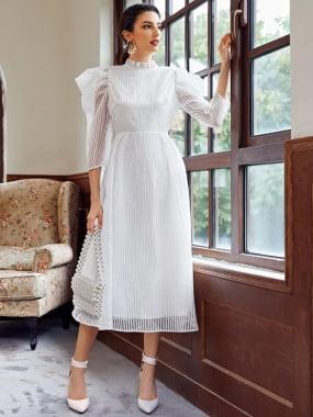 Vestido Romântico branco material Organza com zíper manga princesa